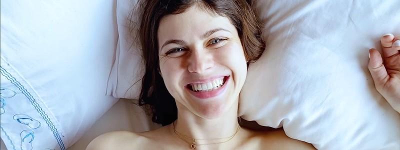 Александра Даддарио снялась в эротическом видео для выборов