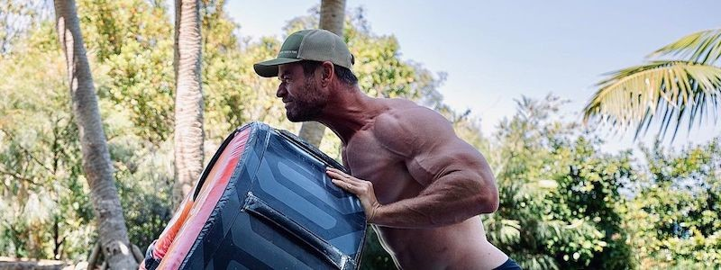 Крис Хемсворт показал, как готовится к роли Тора в MCU