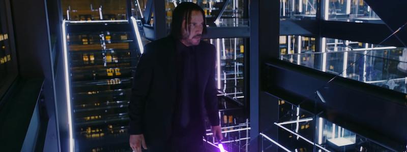Джон Уик сражается на световом мече в новом ролике