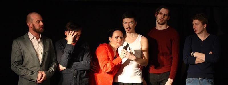 Рецензия на спектакль «Семья», Театр «Весь мир». Конец света в отдельно взятой семье