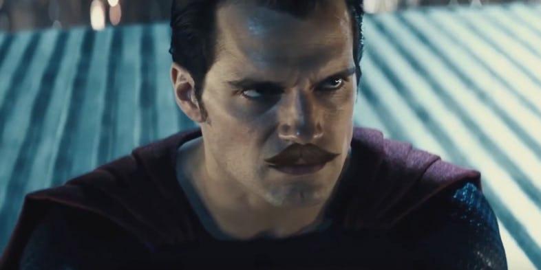 Почему Володька сбрил усы: Warner Brothers потратила $25 млн наусы Супермена