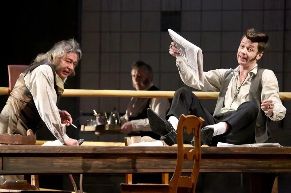 Рецензия на спектакль «Не становись чужим», театр «Современник». Кровные чужие