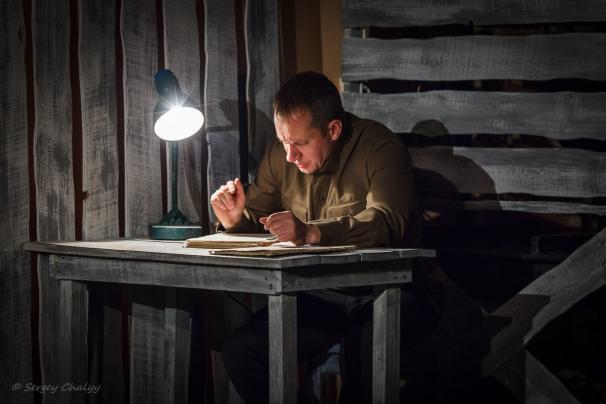 Рецензия на спектакль «По снегу... Колымские рассказы», театр «Сфера». О людях с беспросветным будущим