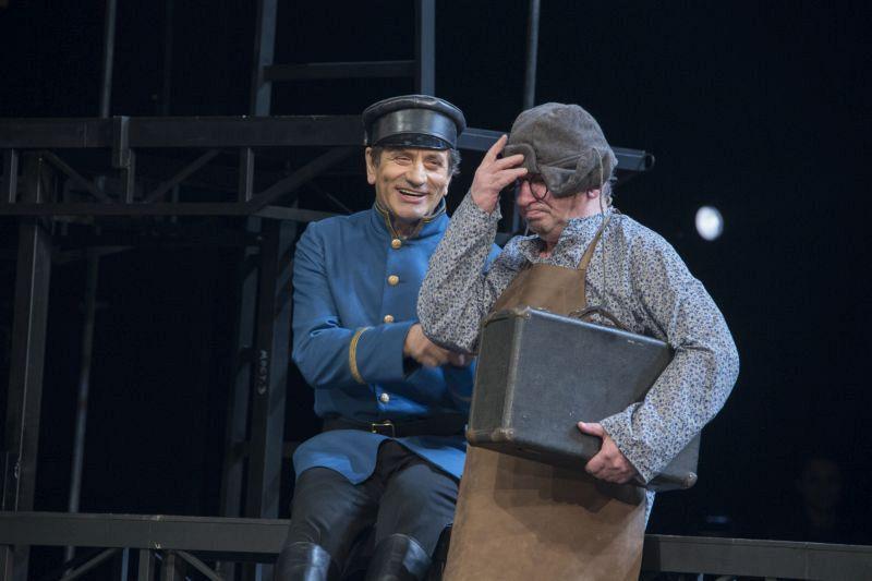 Рецензия на спектакль «Горячее сердце», театр им. Е.Вахтангова. Богатые не плачут