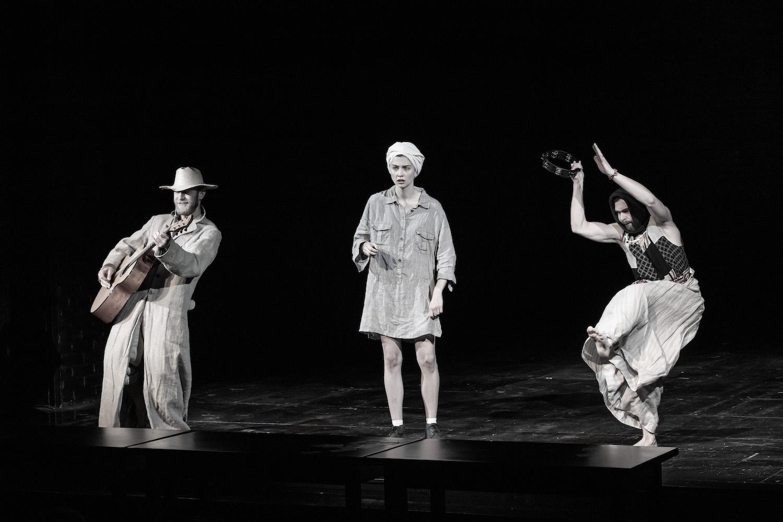 Рецензия на спектакль «Один день в Макондо», СТИ. Одиночество нон-стоп