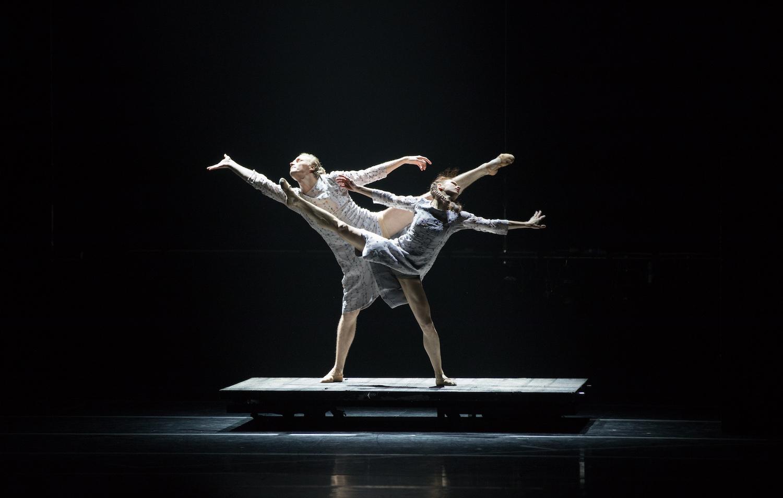 И снова три в одном. Премьера одноактных балетов «Ингер/Браун/Прельжокаж» в МАМТ
