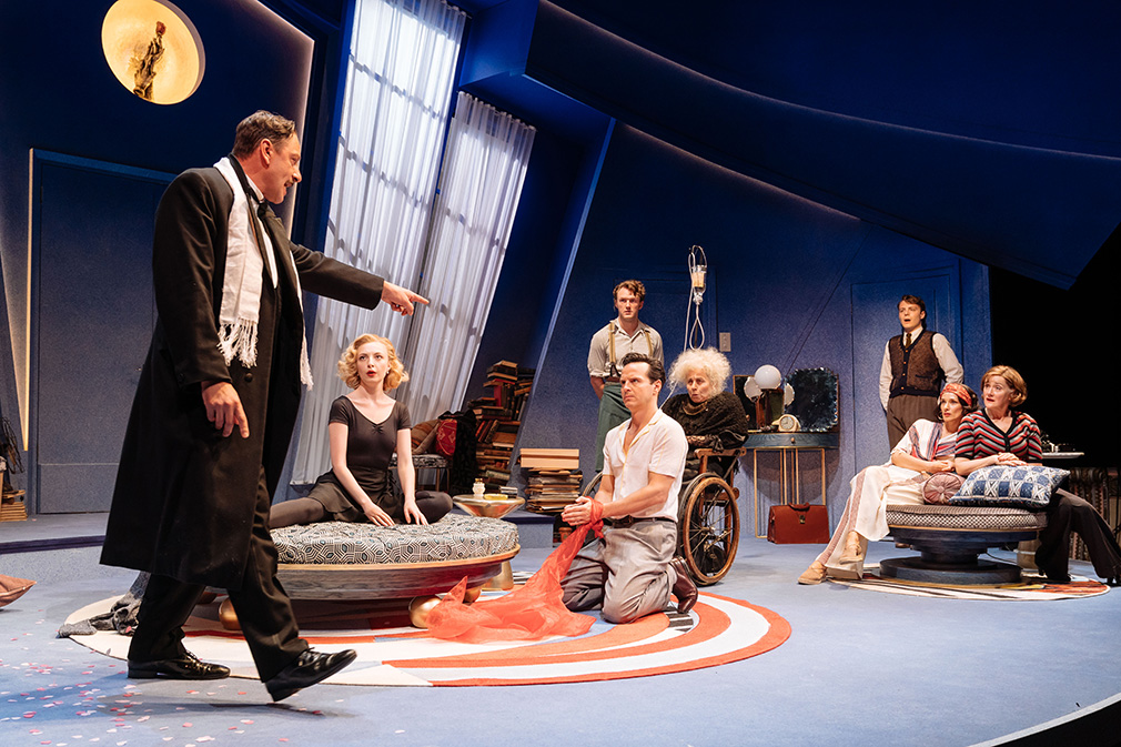 Рецензия на спектакль «Present Laughter», The Old Vic Theatre. Очаровательное озорство