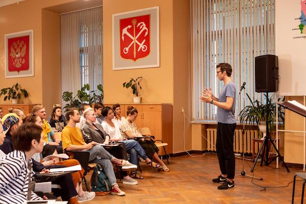 Рецензия на спектакль Jukebox'Петербург', фестиваль «Точка доступа». Смотри во все уши!