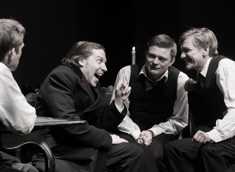 Рецензия на спектакль «Игроки», Студия театрального искусства. Вежливость – лучшее оружие вора