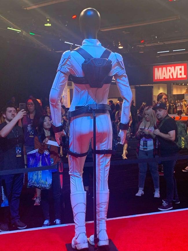 Представлен новый белый костюм Черной вдовы из MCU