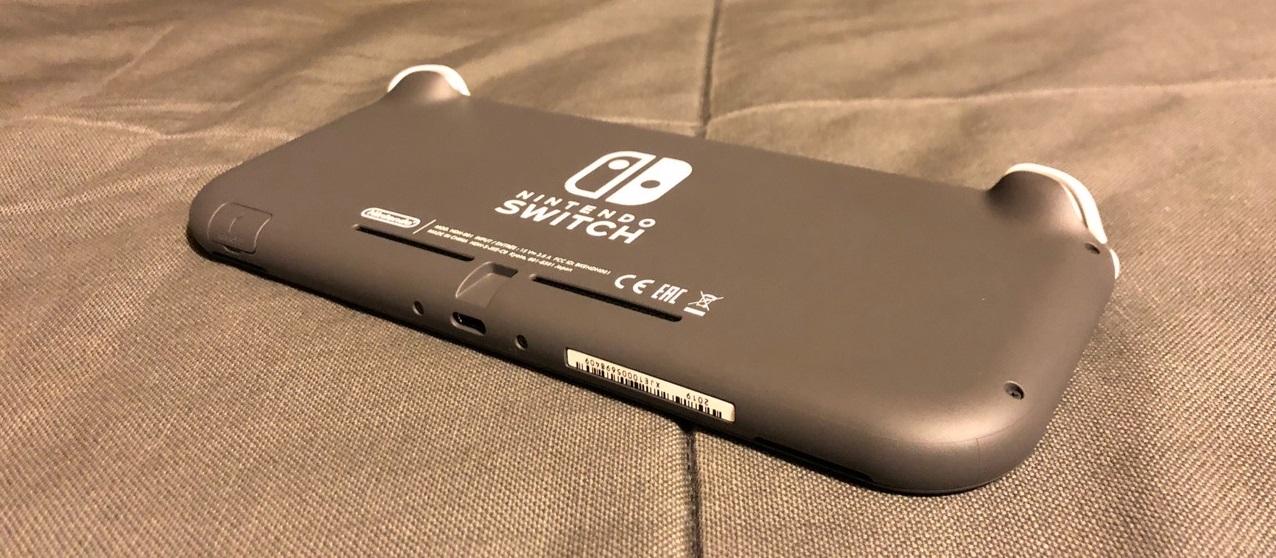 Обзор Nintendo Switch Lite. Сравнение с обновленной консолью 2019 года