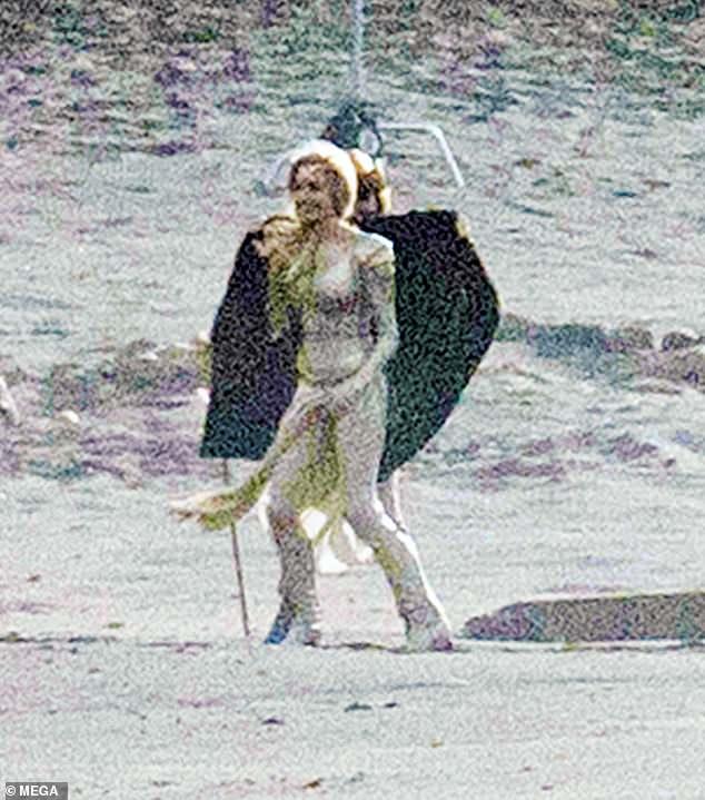 Первый взгляд на Анджелину Джоли в костюме Тены из «Вечных»