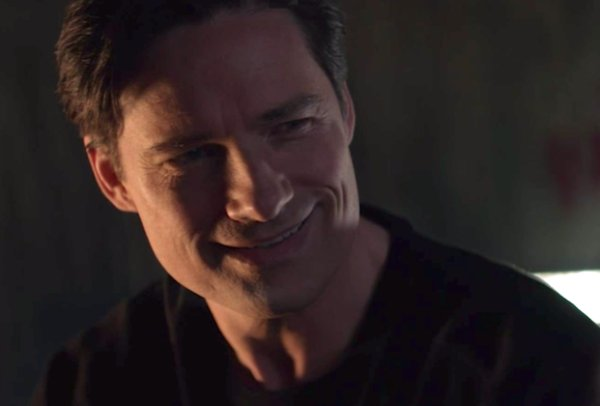 Бэтмен полноценно появился в Arrowverse. Раскрыт актер из «Бэтвумен»