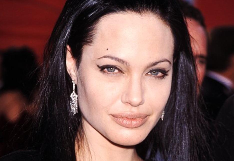 Анджелине Джоли сегодня 45 лет. Как изменилась актриса?