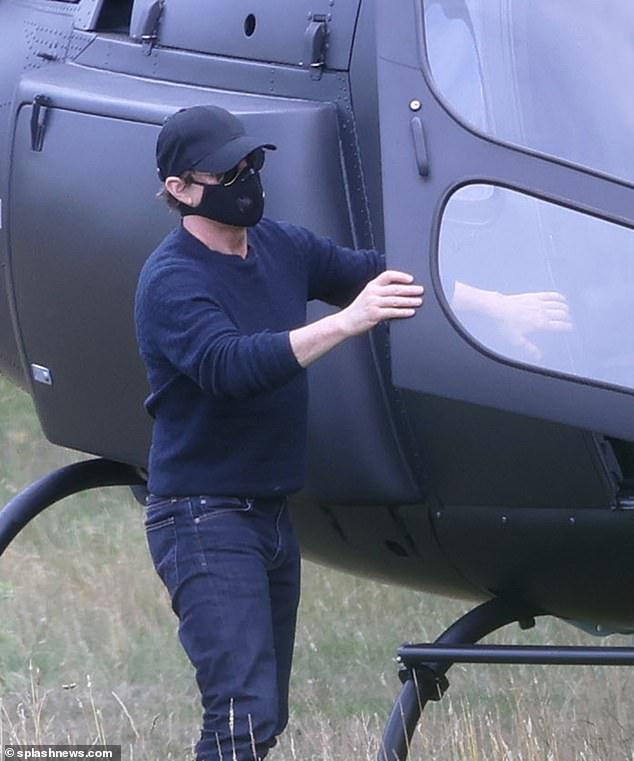 Том Круз соскучился по «Миссии невыполнима»: он летает на вертолете