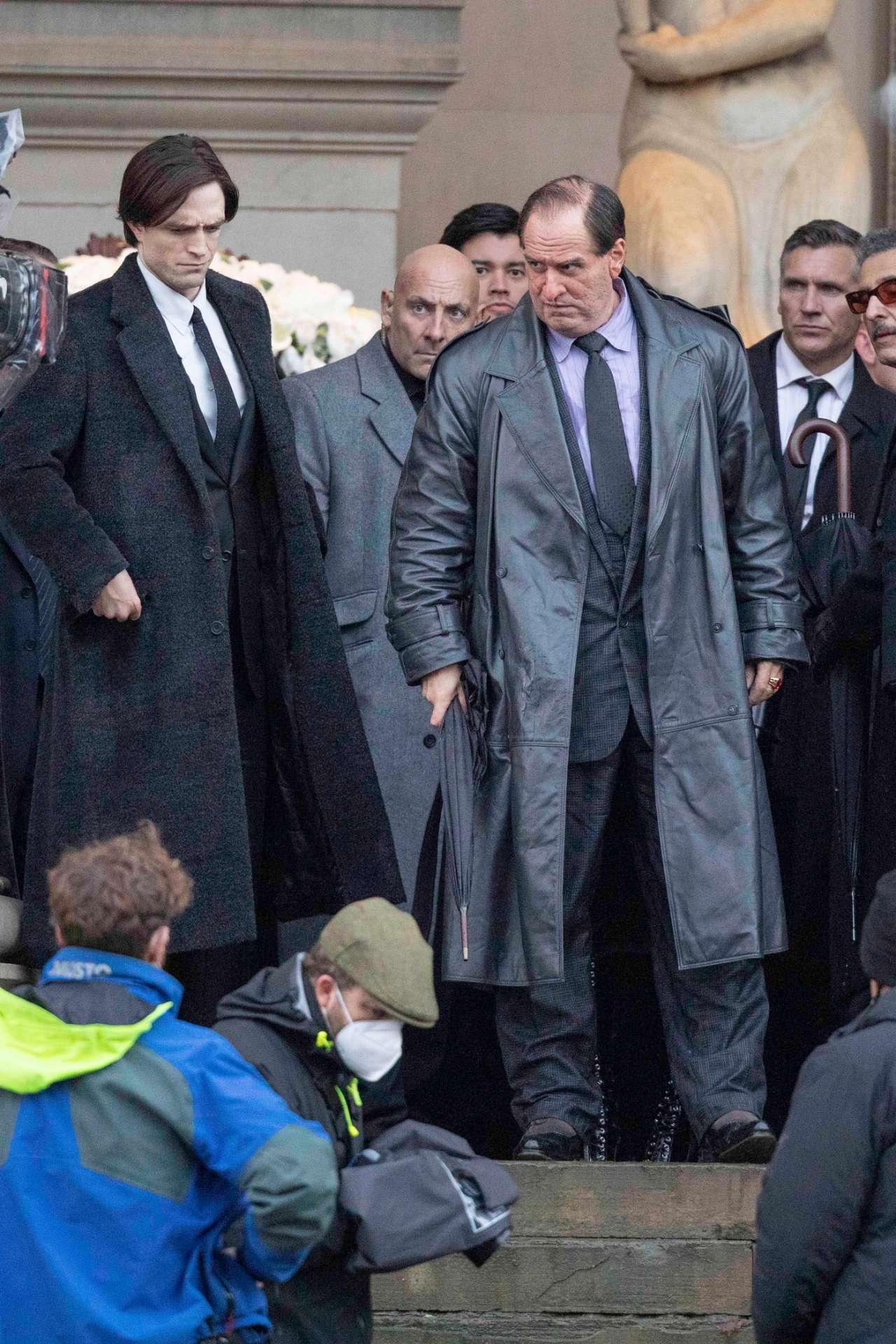 Новые кадры «Бэтмена» с неузнаваемым Колином Фарреллом в роли Пингвина