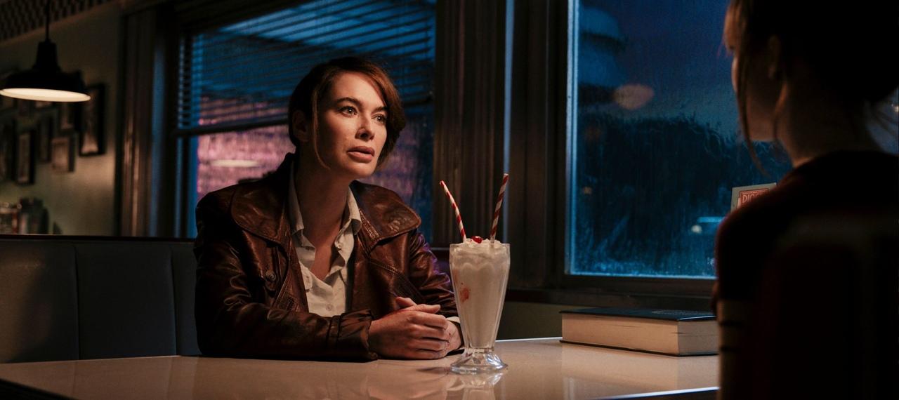 Карен Гиллан на первых кадрах триллера «Пороховой коктейль»