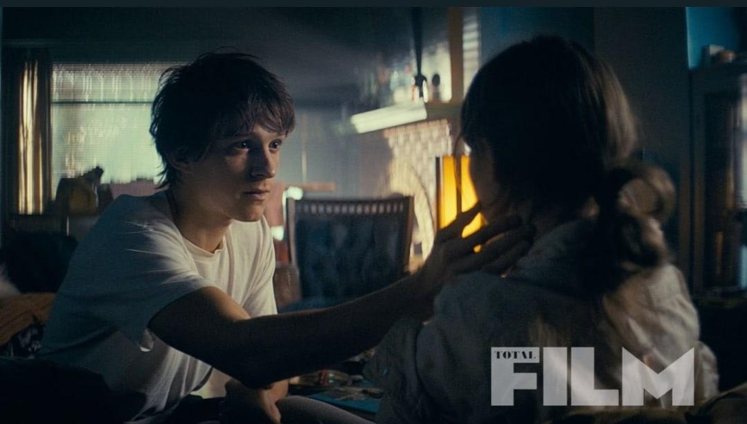 Том Холланд на новом кадре фильма «По наклонной» от режиссеров «Мстителей: Финал»