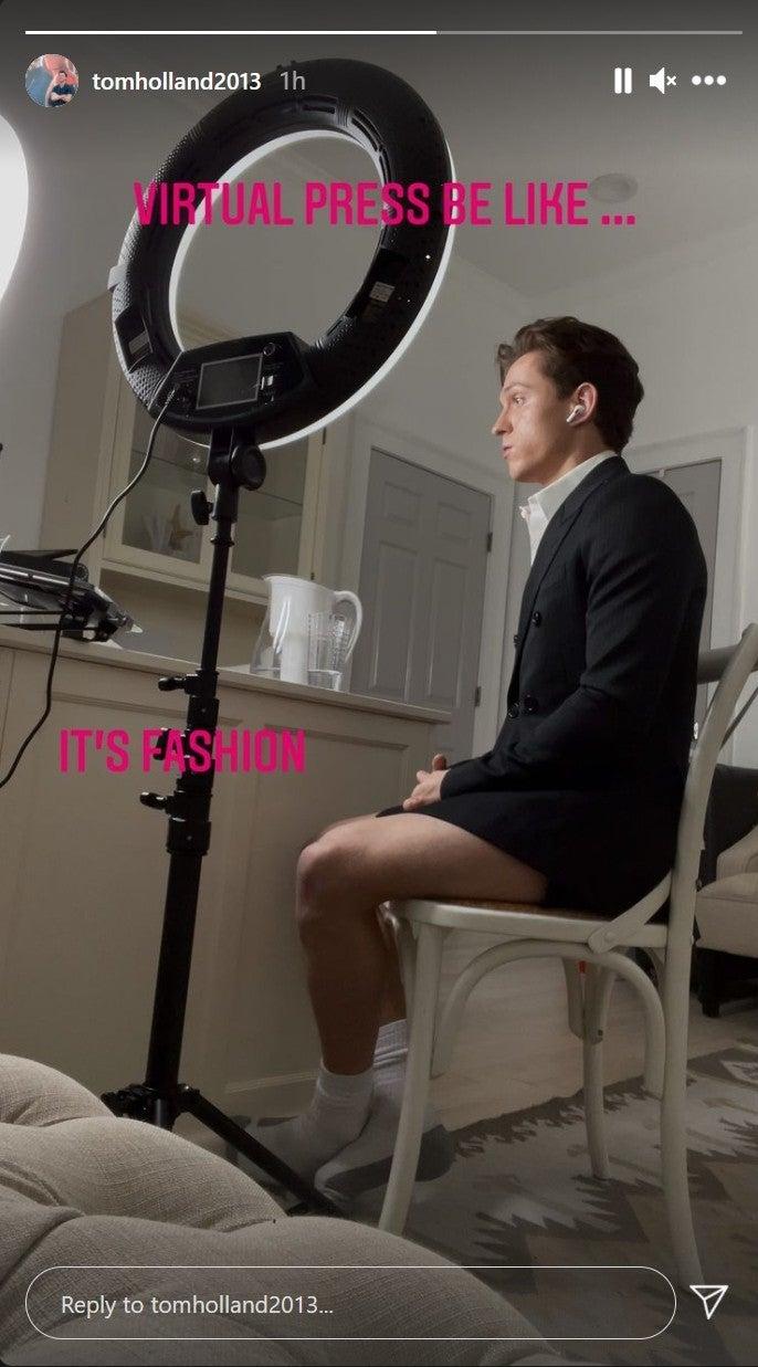 Том Холланд показал себя без штанов во время пресс-тура «По наклонной»