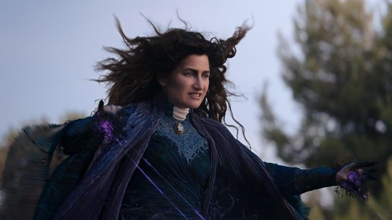 Магия на новых официальных кадрах сериала «ВандаВижен»
