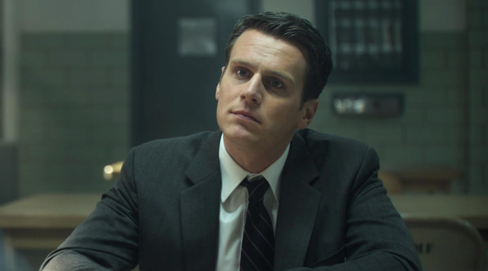 «Матрица 4»: Раскрыто, кто заменила Хьюго Уивинга в роли Агента Смита