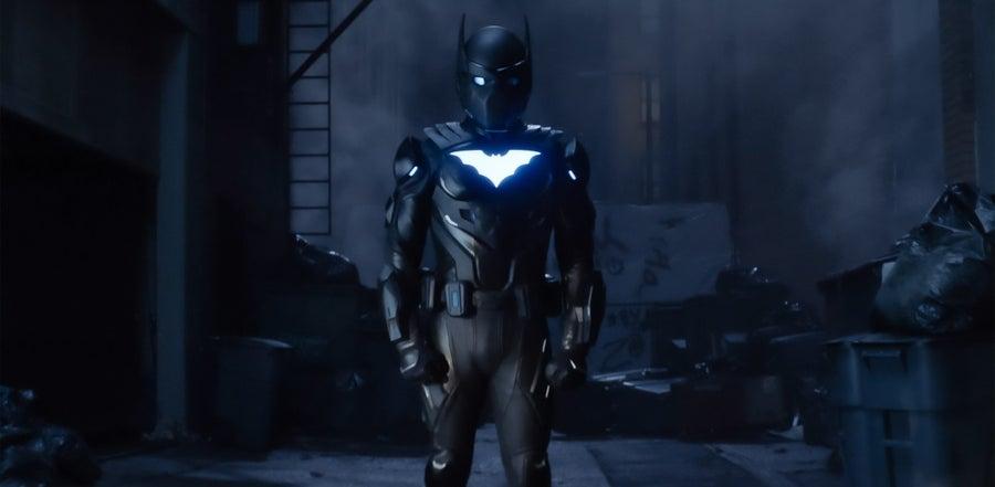 Бэтвинг появился на новых кадрах «Бэтвумен»